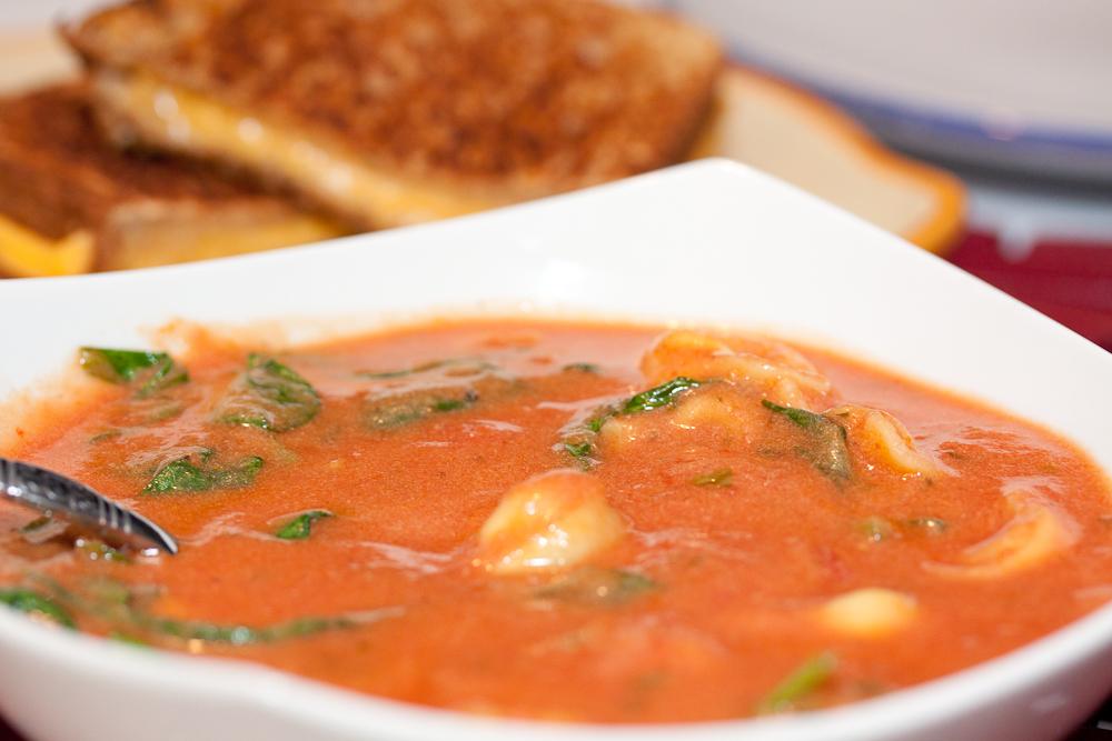 Tomato Tortellini Florentine Soup - Menus4Moms